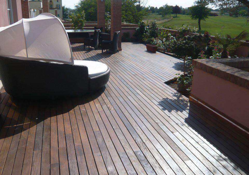 pardoseala exterior lemn masiv - decking
