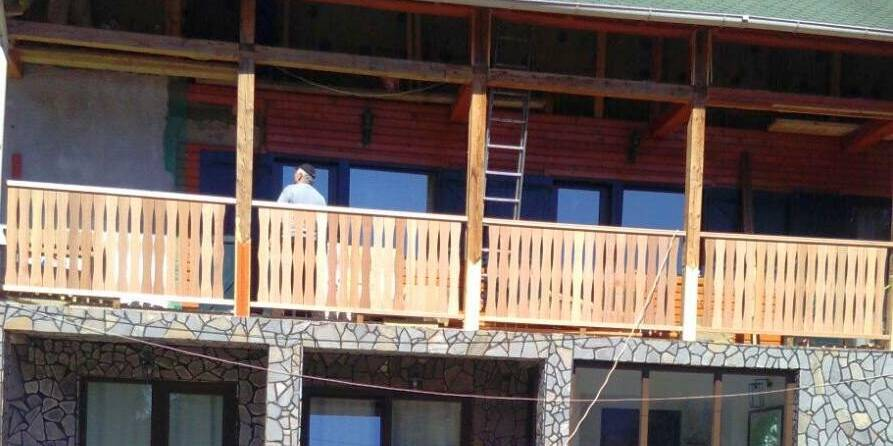 amenajare exterior lemn -balustrada grinzi lambriuri
