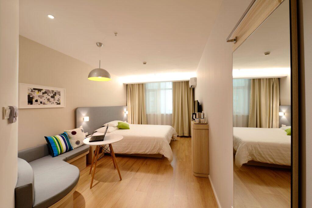 amenajare interioara cu pardoseala de lux dormitor
